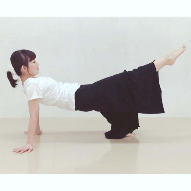 二の腕腹筋エクササイズ3